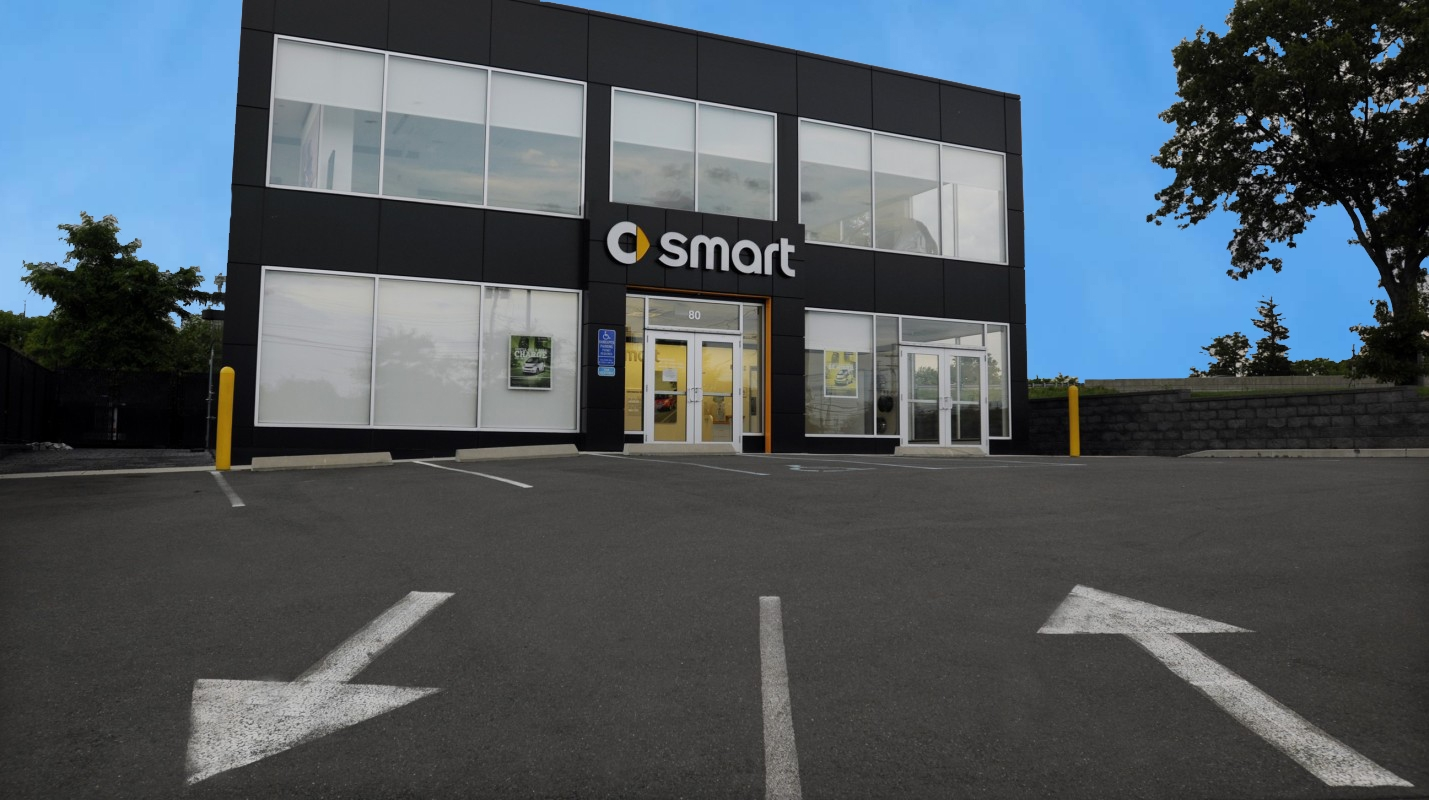 Penske Auto Group Smart Car Dealership Image 2 V2